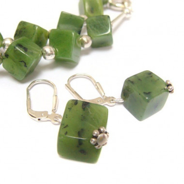 Collier et boucles d'oreilles jade
