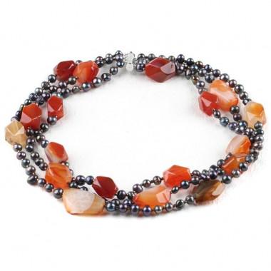 Collier trois rangs en perles biwa et cornaline
