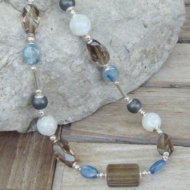 Collier quartz fumé, cyanite, pierre de lune et hématite