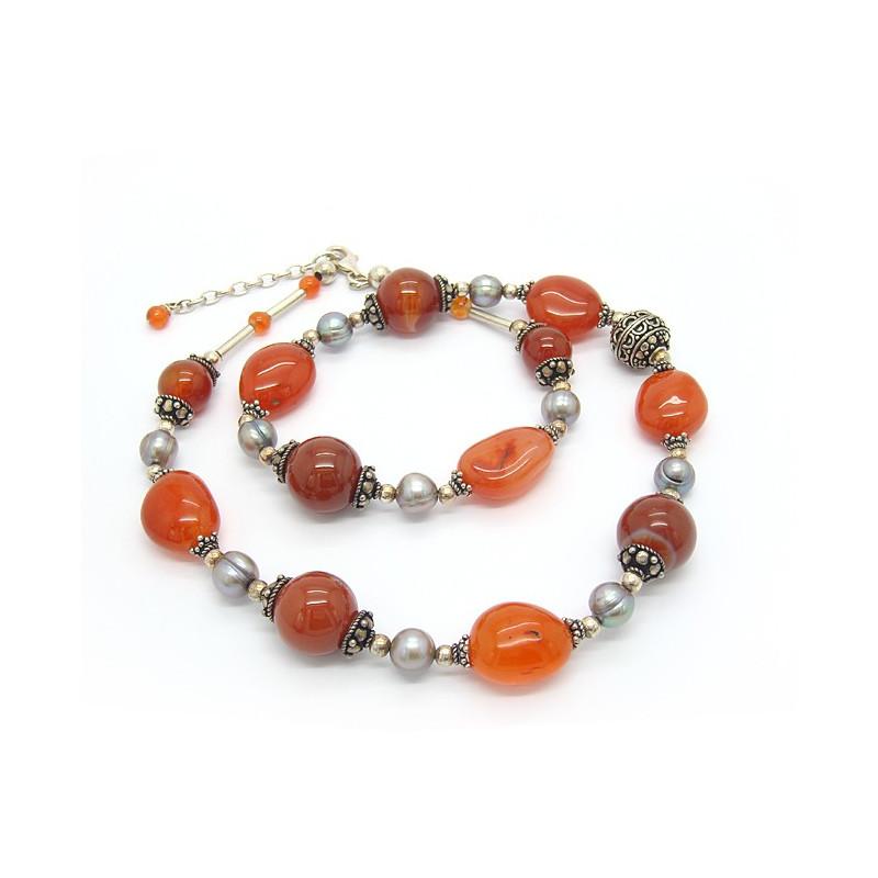 Collier en perles biwa et cornaline