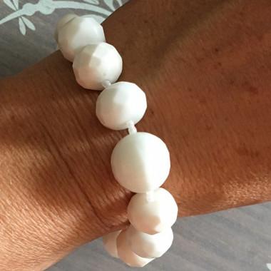 Bracelet en agate blanche facettée
