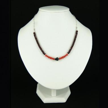 Collier chaîne grenat, corail et onyx