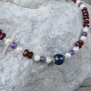 Collier chaîne grenat, perles d'eau douce et améthyste