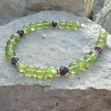 Bracelet péridot et perles grenat