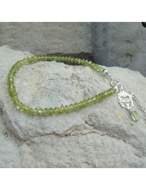 Bracelet fin en péridot, breloque bouddha
