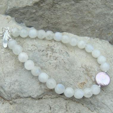Bracelet pierre de lune et perle biwa, breloque plume d'aigle