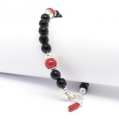 Onyx facetté et corail rouge, bracelet