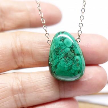 La malachite est une pierre du chakra du coeur. Tendresse infinie et amour de soi.