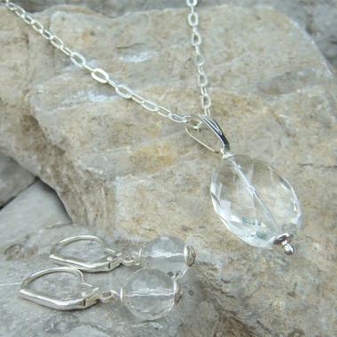 Cristal de roche facetté, parure chaîne et boucles d'oreilles