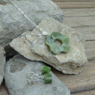 Jade, parure chaîne et boucles d'oreilles
